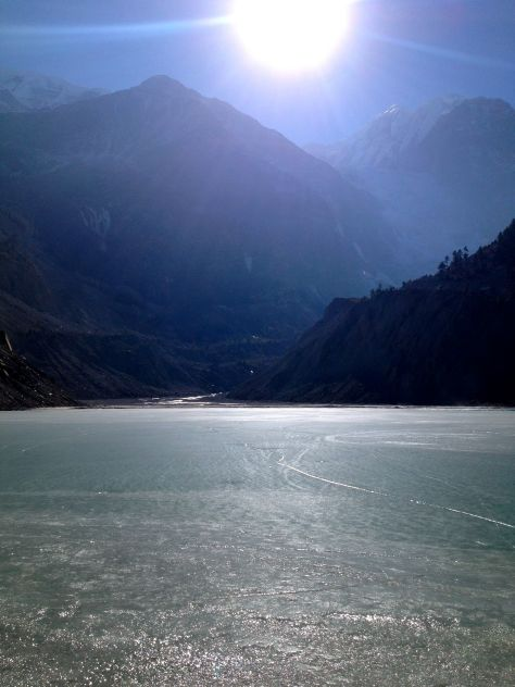 Just 15 minutes walk from Manang is the Gangapurna lake. The water comes from the Gangapurna Glacier which is to be found at the Gangapurna (7454 m).